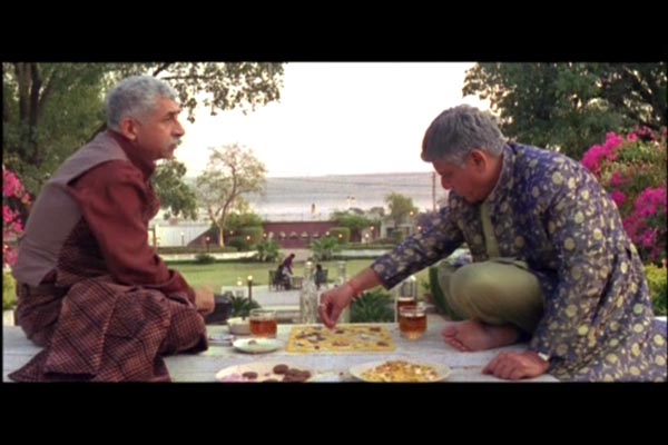 Purohit (Naseeruddin Shah) and Pandit (Om Puri) working out astrological charts